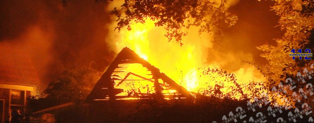 Uitslaande schuurbrand Oud-Avereest (video)