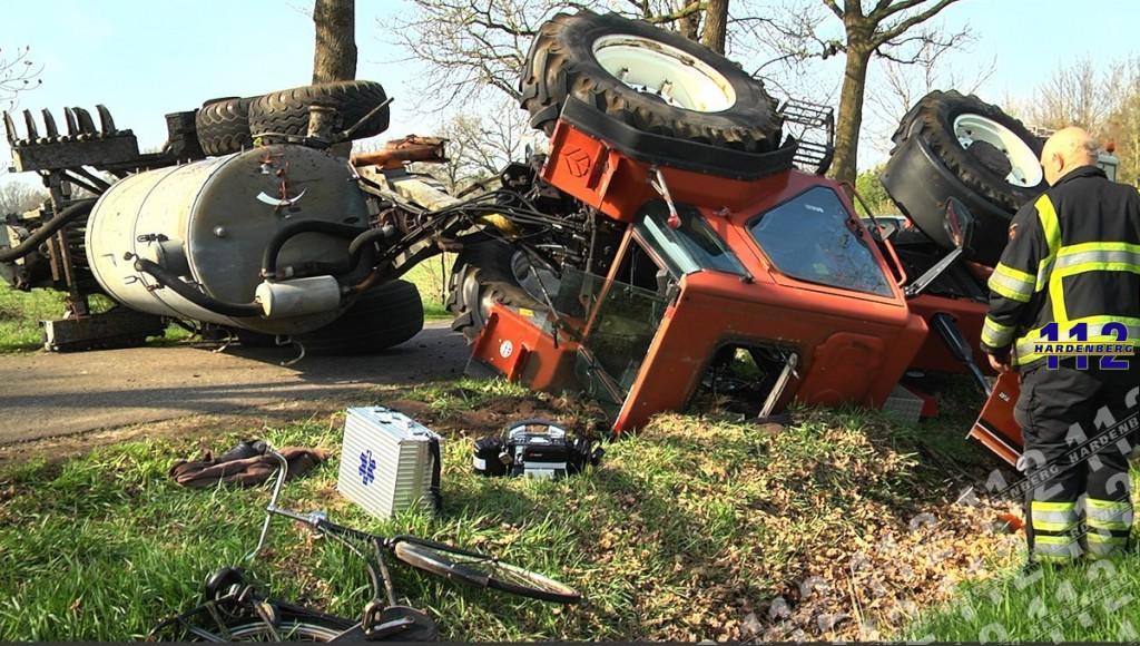 tractor en giertank over de kop drogteropslagen